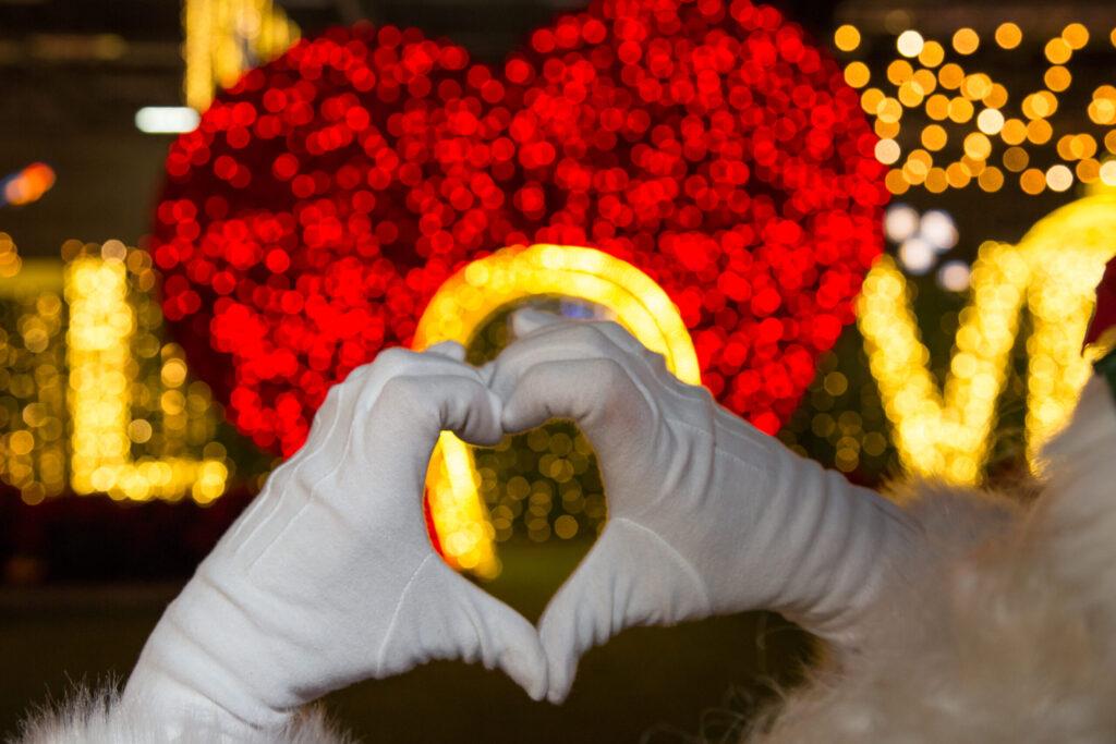 hands doing a heart symbol