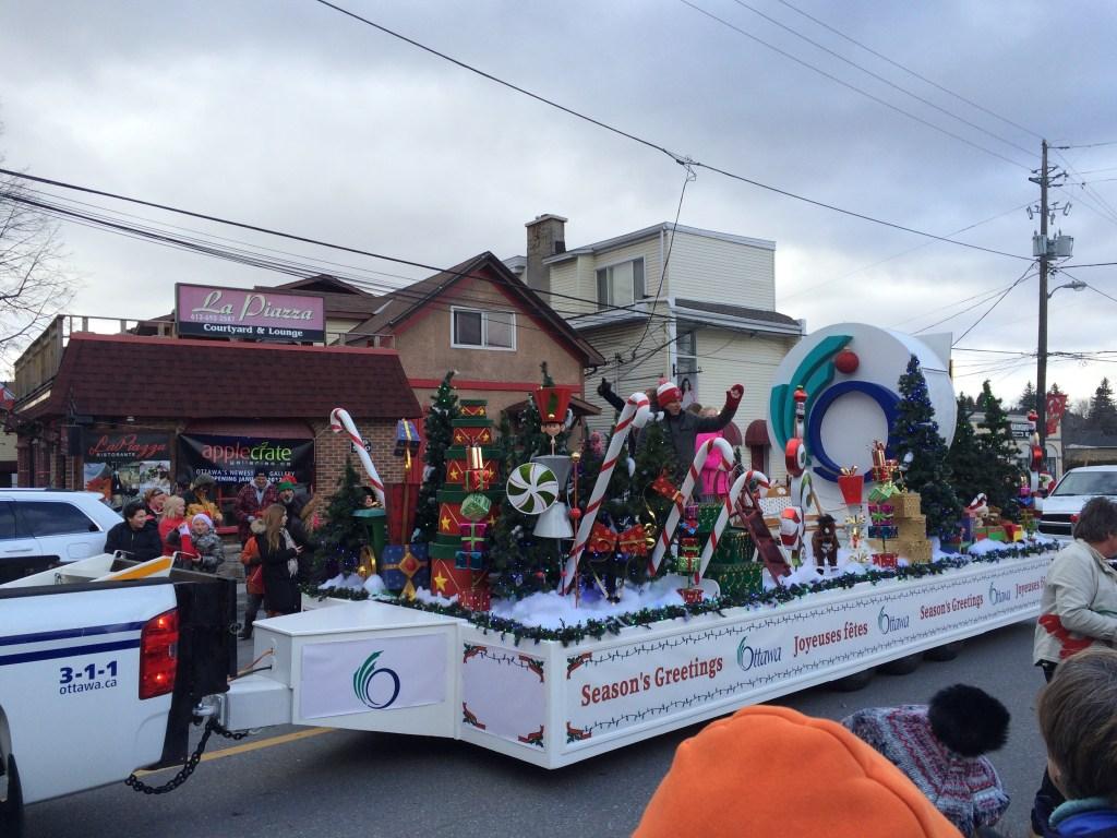 The Santa Claus parade getting going in Ottawa. Source: https://i2.wp.com/www.embracingottawa.com/wp-content/uploads/2017/11/IMG_0786.jpg?resize=1024%2C768