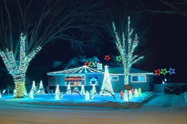 2706 CLINSKILL CHRISTMAS DISPLAY